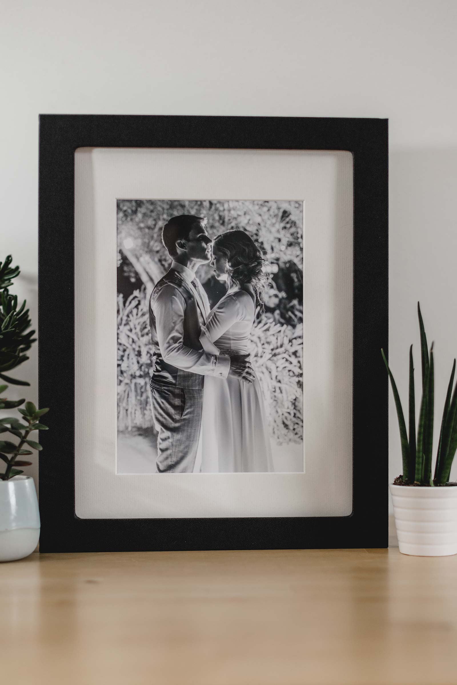 Black elegant luxury box for keeping your wedding images